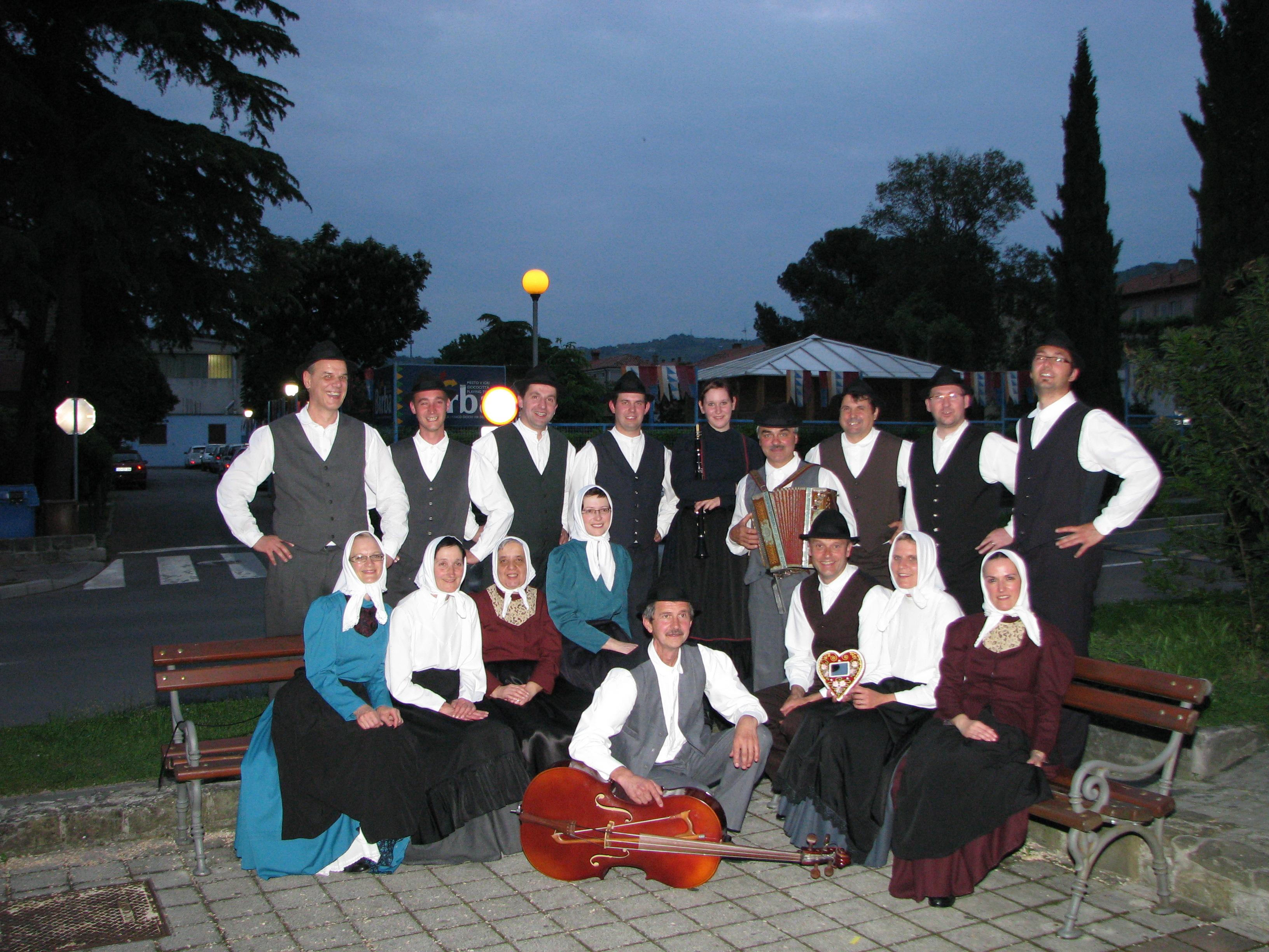 Folklorna skupina »Justin Kogoj« Dolenja Trebuša